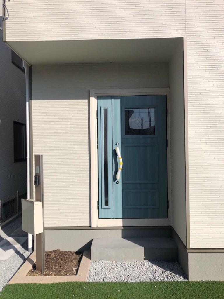 一般住宅を店舗として改装した後のドア